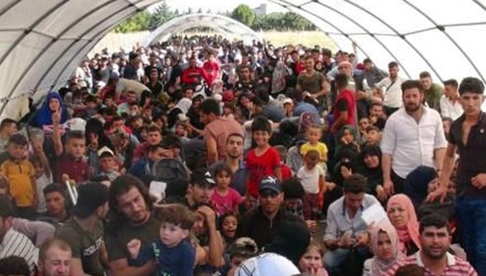 Bayramı ülkelerinde geçirmek isteyen Suriyeliler yollara düştü
