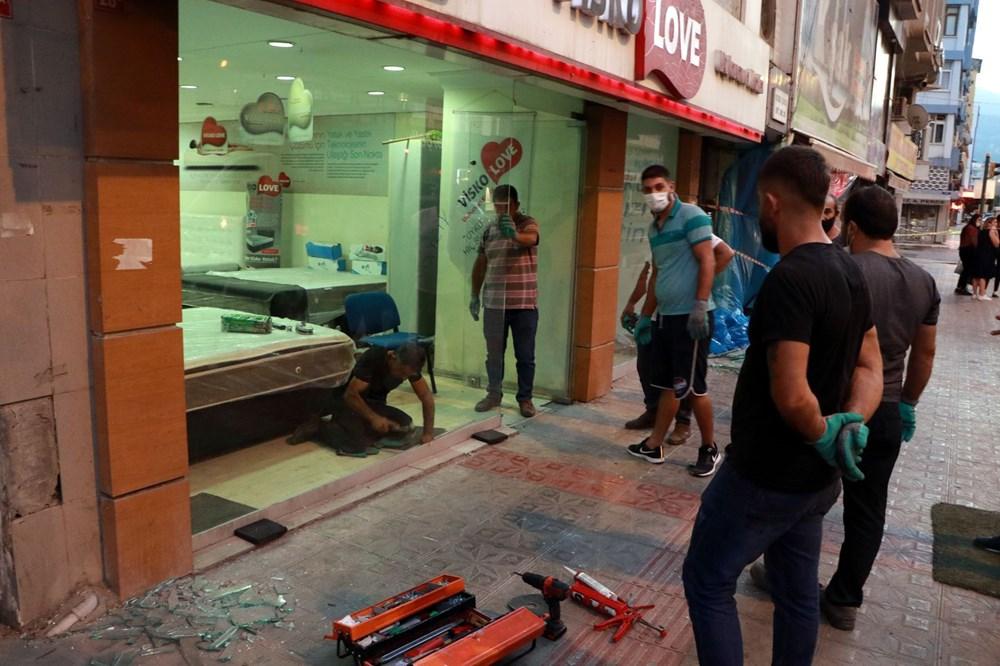 İskenderun'da patlamanın yaşandığı caddede teröre 'Türk bayraklı' tepki - 2