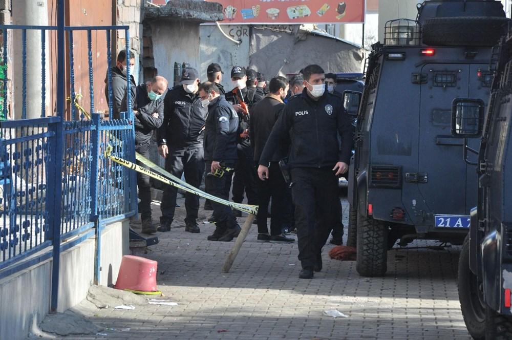 Diyarbakır'da kısıtlama gününde ortalık savaş alanına döndü: 20 yaralı - 5