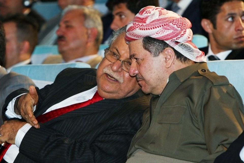 Kürdistan Yurtseverler Birliği Genel Sekreteri Celal Talabani, Kürdistan Demokratik Partisi lideri Mesud Barzani ile görülüyor.