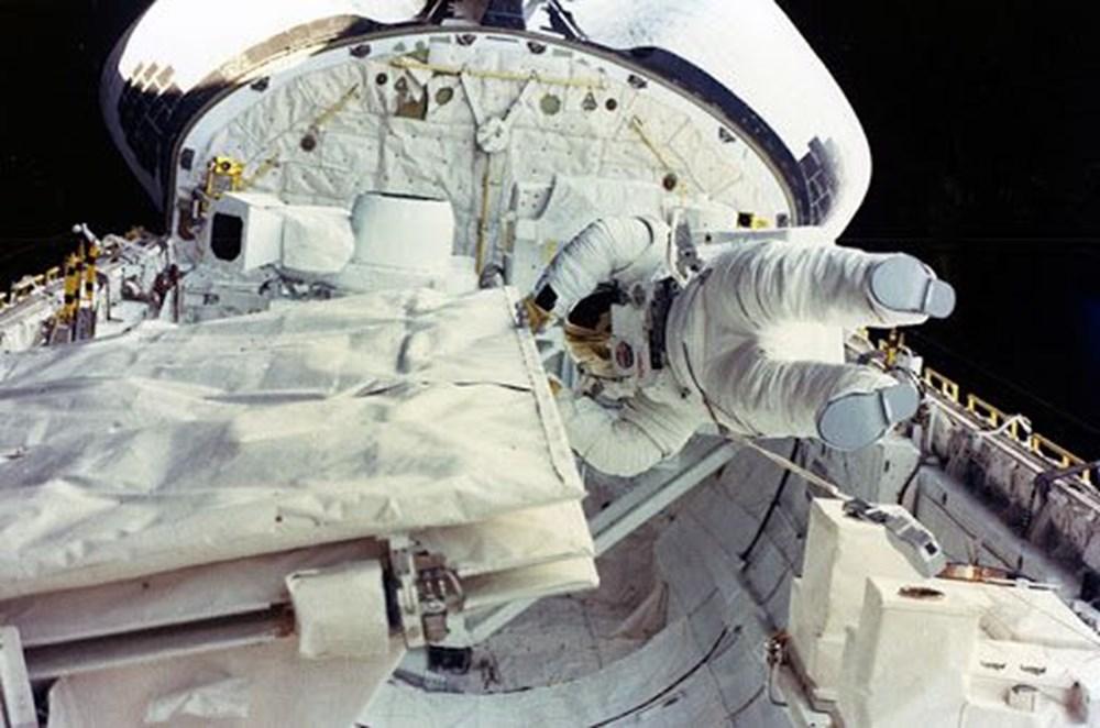 Uzayda yürüyen ilk ABD'li kadın astronot yeniden tarih yazdı - 4