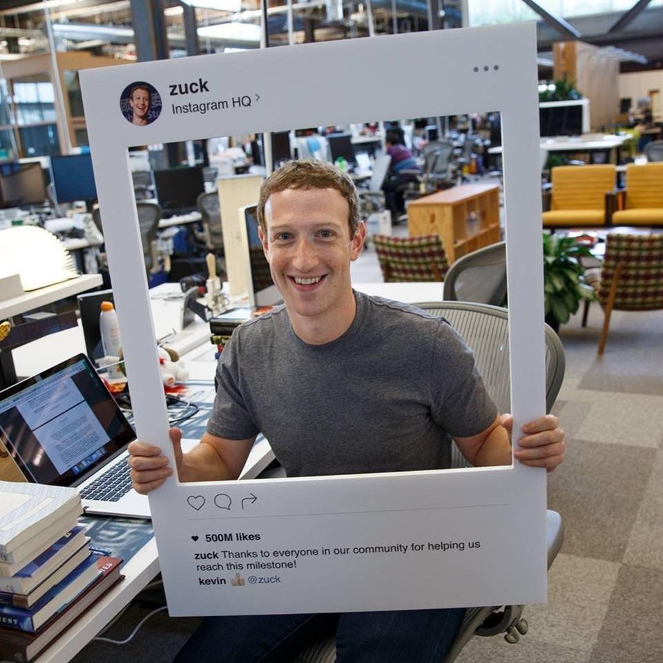 """Son dönemde önemli yatırımlar yaparak WhatsApp ve Instagram'ı satın alan Facebook'un bu hamlesi akıllara sitenin kurucusu Mark Zuckerberg'in """"Satın alamıyorsan kopyala"""" sözünü getirdi."""