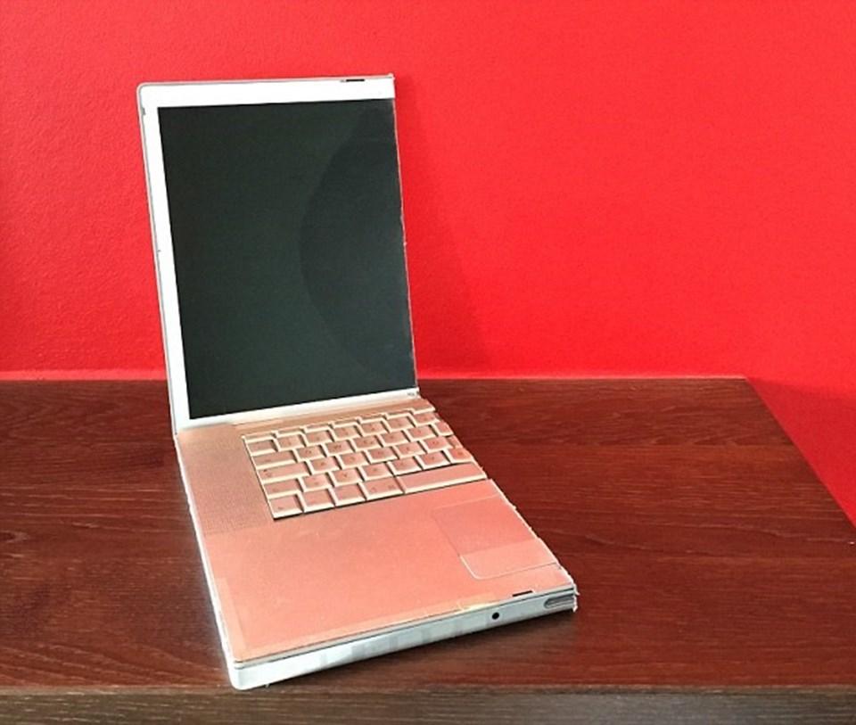 Çılgın adam, Apple Macbook Pro model bilgisayarını yaklaşık 30 TL'yesatışa çıkardı.