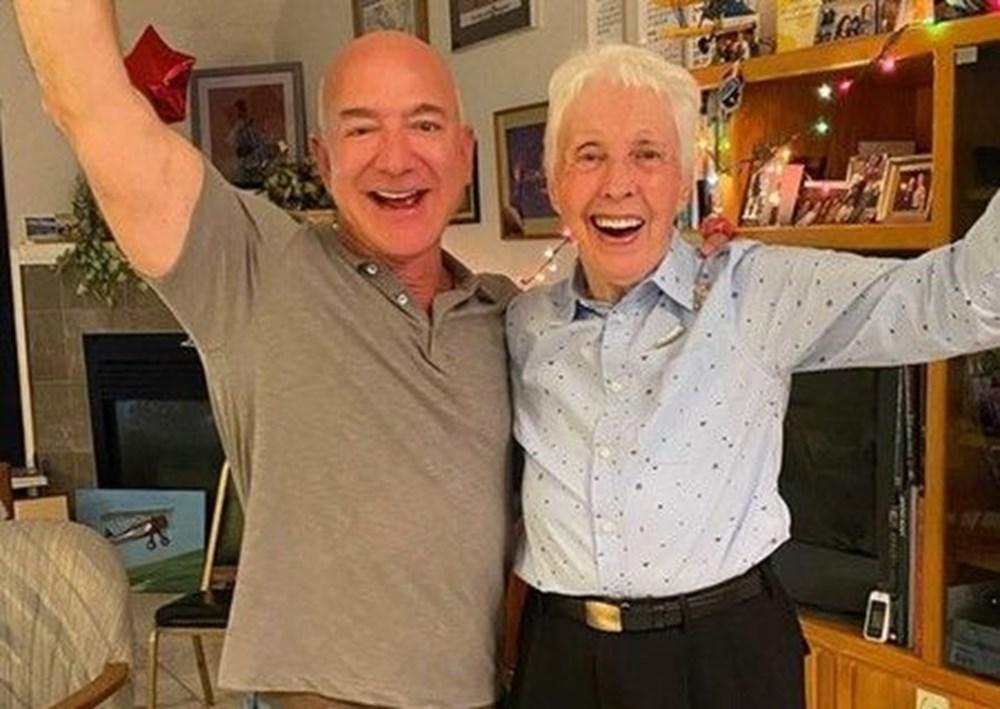 Dünyanın en zengin insanı Jeff Bezos'un uzay yolculuğu gerçekleşti - 4