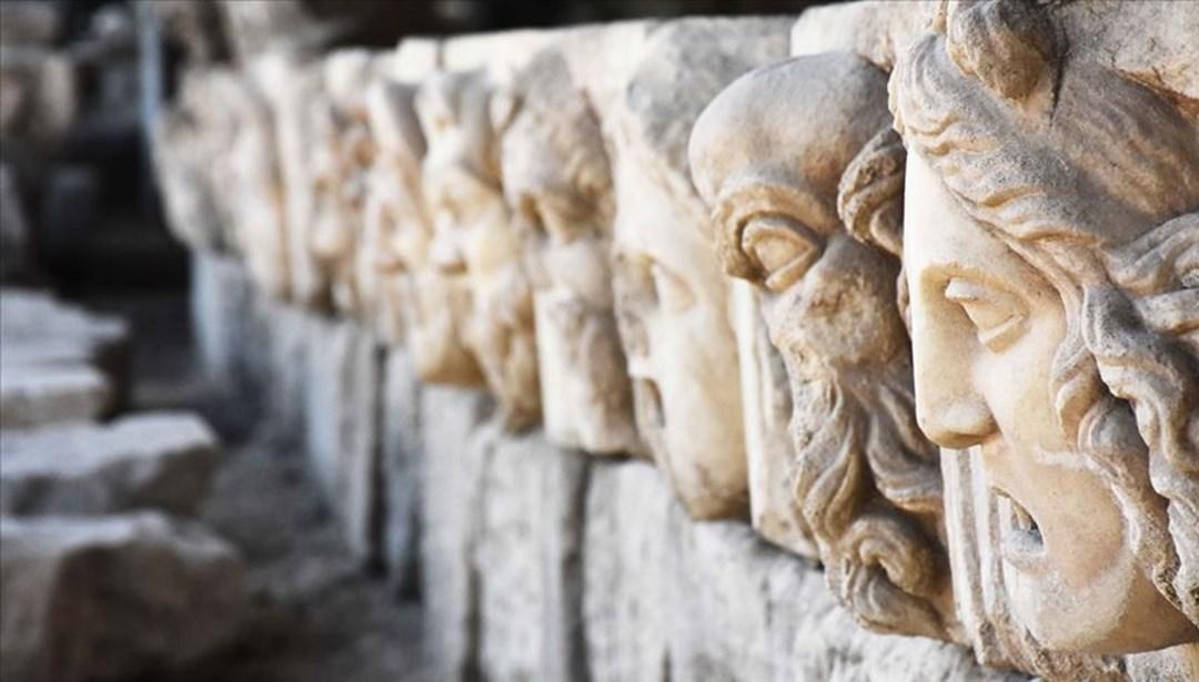 Strakonikeia Antik Kenti'nde 2 bin 200 yıllık masklar gün yüzüne çıkarıldı