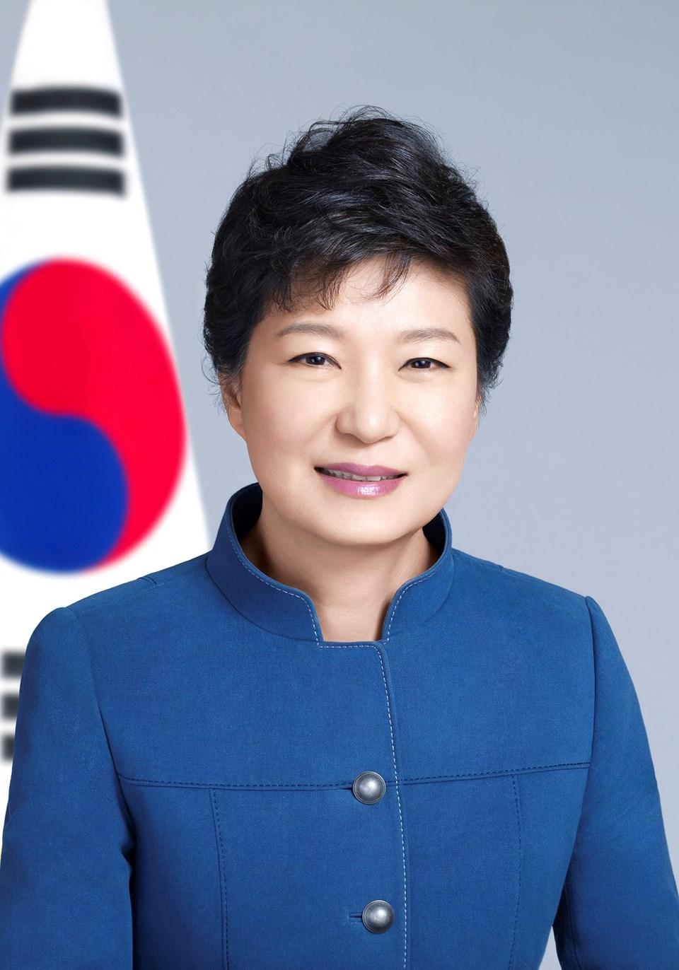 """Güney Kore Devlet Başkanı Park orduya """"hazır ol"""" emri verdi."""
