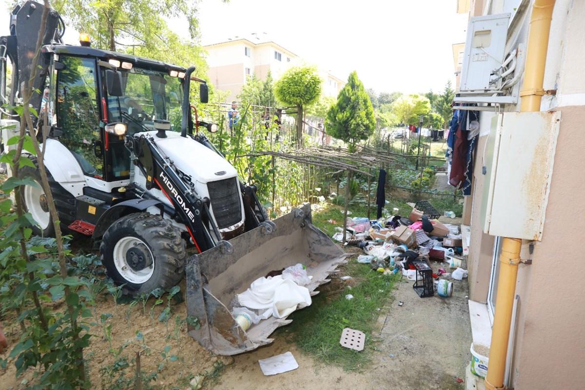 Belediye ekiplerinin temizlediği evden 4 kamyon çöp çıktı