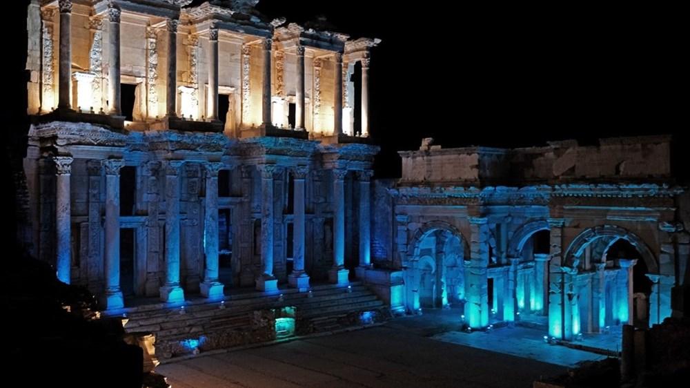 Kültür varlıkları maviye büründü - 4
