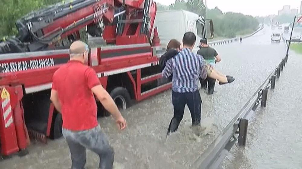 İstanbul'da şiddetli yağış ve dolu - 12