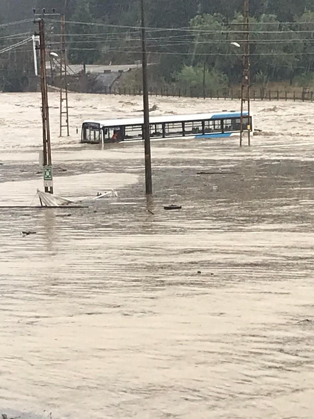 Batı Karadeniz'i sel vurdu: 13 yaşındaki kız çocuğu selde kayboldu - 18