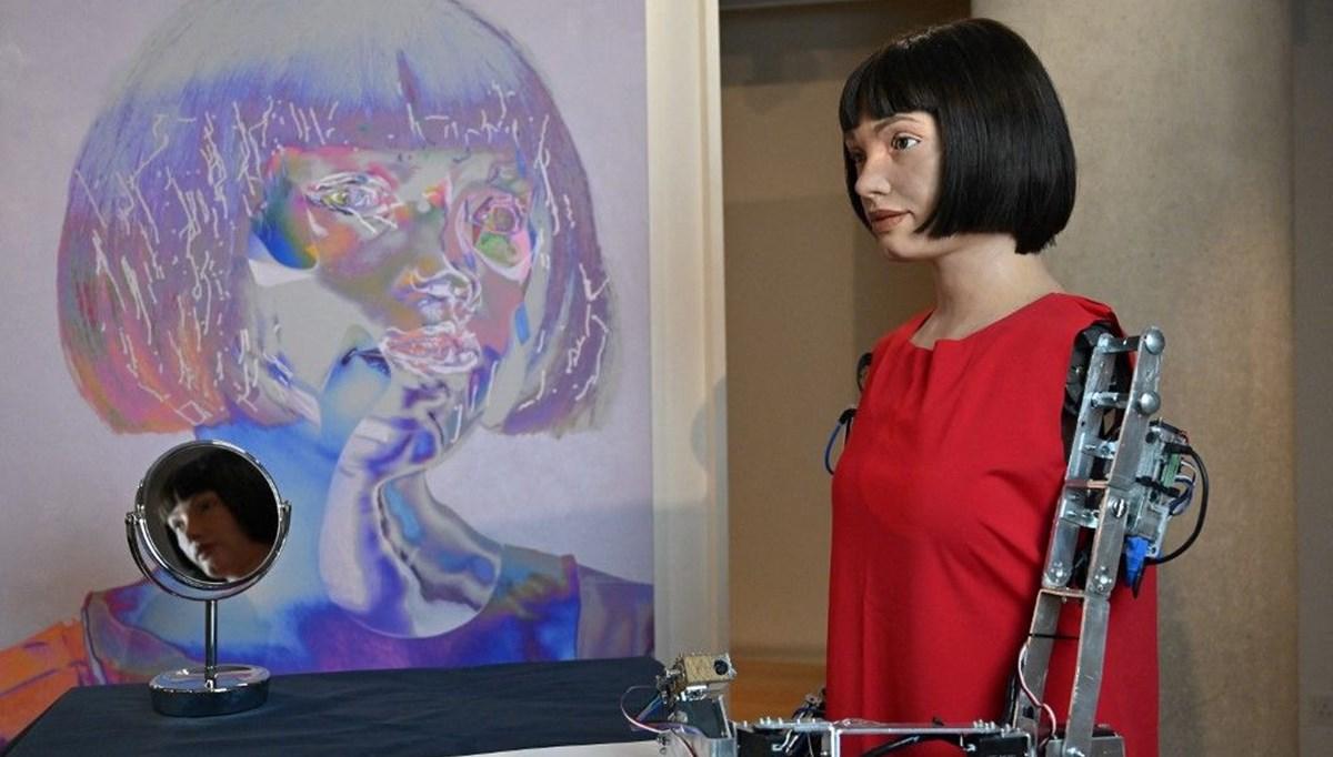 Dünyanın ilk ressam robotu Ai-Da yeni sergi açtı