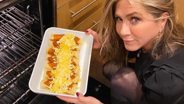 Jennifer Aniston mutfakta (Ünlülerin ev halleri)