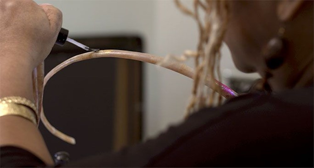7 meters 33 centimeters: The person with the longest nails in the world cut their nails after 30 years - 7