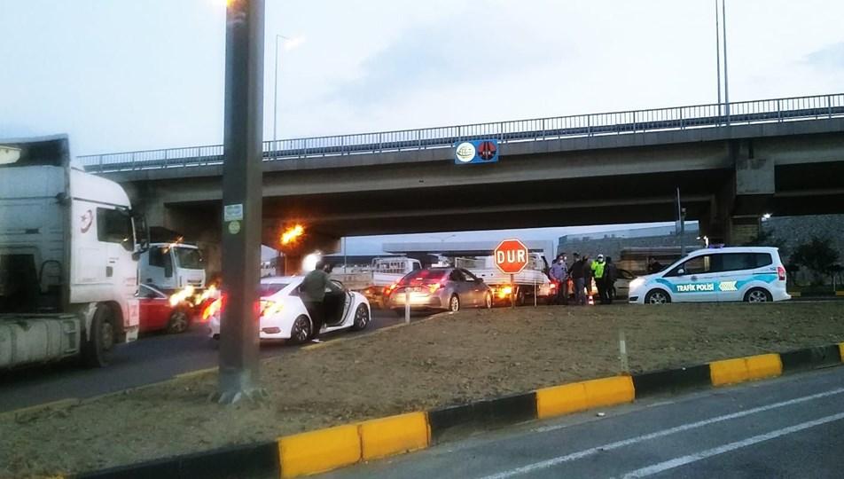 Turgutlu'da, İzmir istikameti trafiğe kapatıldı