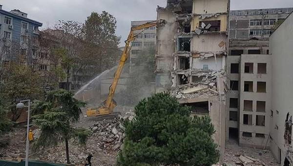 Çapa'da yıkım başladı: Binalardaki hasar sadece deprem kaynaklı değil