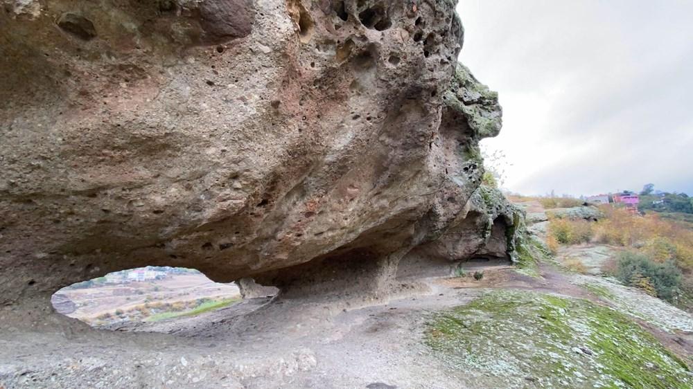 60 bin yıllık mağaranın duvarları yazı tahtasına döndü - 9