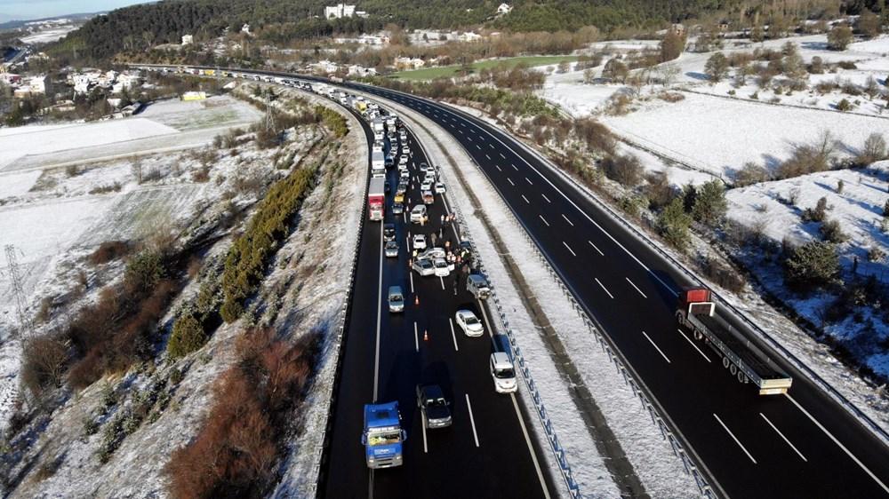 TEM'de buzlanma kazası: 9 araç birbirine girdi - 4