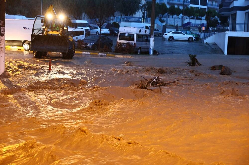 İzmir'i sel vurdu: 2 can kaybı - 13