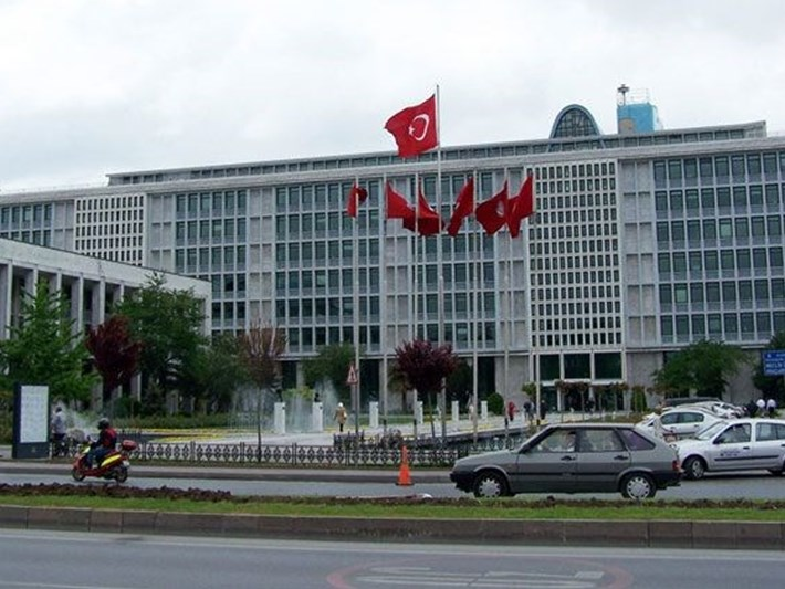 İBB Genel Sekreteri Hayri Baraçlı, yardımcılarıyla birlikte istifa etti