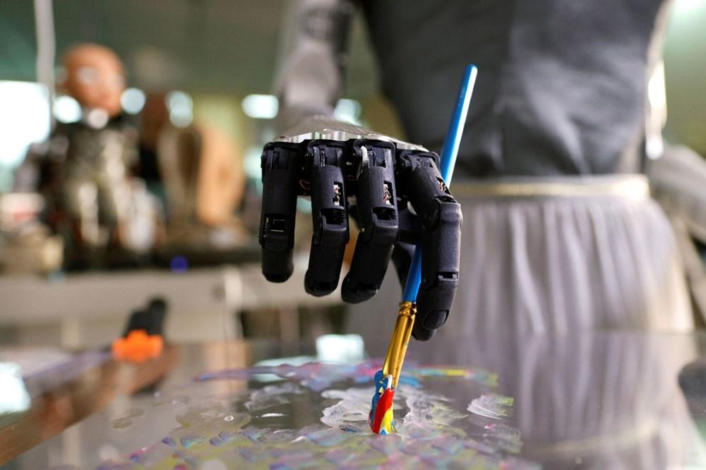 Robot Sophia'nın yaptığı tablo 688 bin 888 dolara satıldı - 2