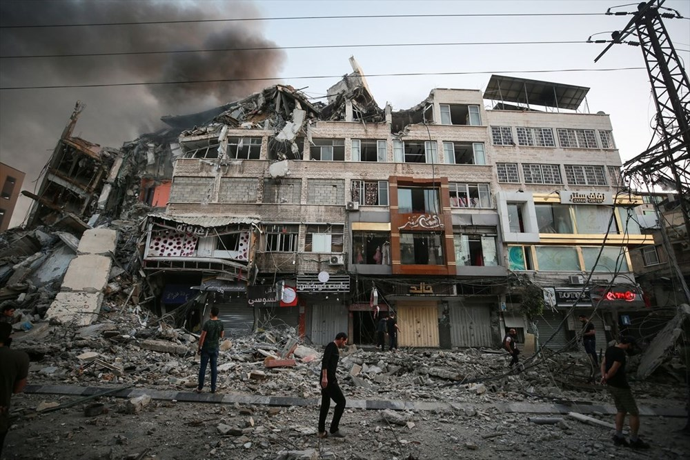 İsrail, Gazze'de sivillerin bulunduğu 14 katlı binayı vurdu - 33