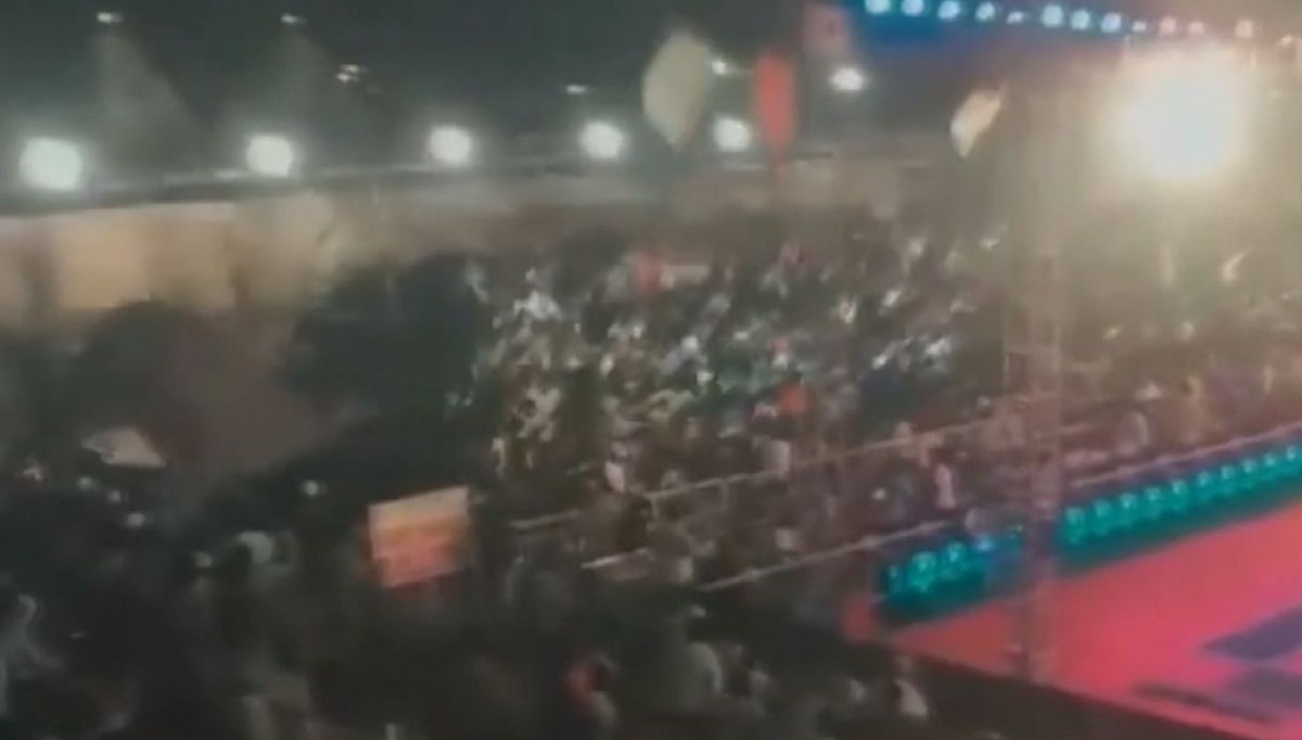 Stand collapses in India: more than 100 injured