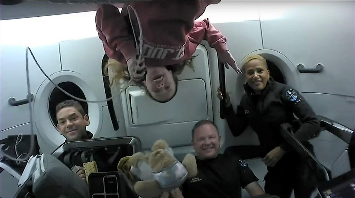Uzay turistleri döndü