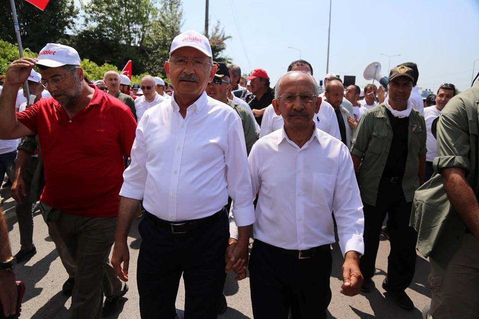 Kılıçdaroğlu'nun benzeri Nusret Gümüşelde yürüyüşe katıldı.