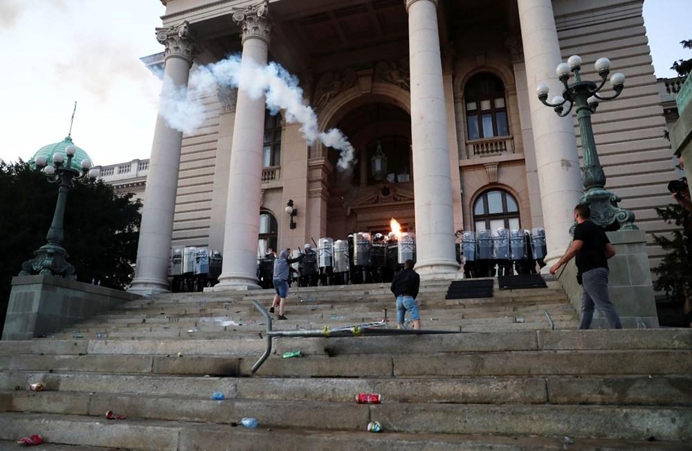 Sırbistan'da Covid-19 tedbirlerine karşı gösteriler sürüyor - 3