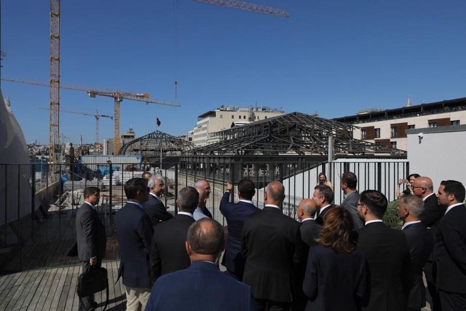 Ekrem İmamoğlu'na İBB Genel Sekreteri Yavuz Erkut ile yardımcıları da eşlik etti.