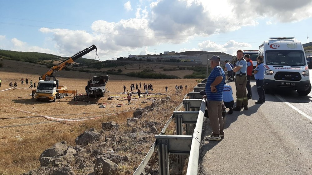 Balıkesir'de yolcu otobüsü devrildi: 15 kişi hayatını kaybetti - 20