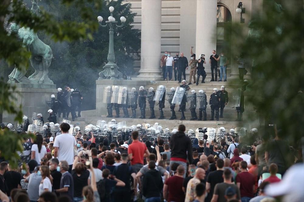 Sırbistan'da Covid-19 tedbirlerine karşı gösteriler sürüyor - 8
