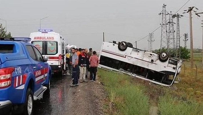 Nevşehir'de tur midibüsü ile otomobil çarpıştı: 27 yaralı
