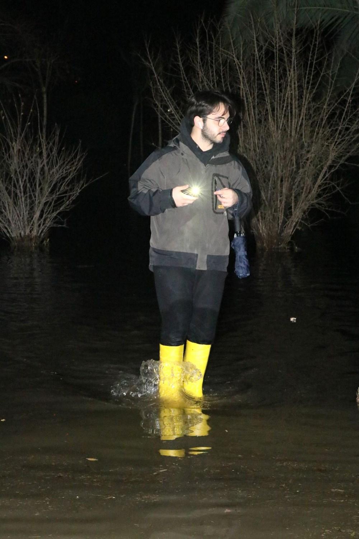 İzmir'de yağışın ardından deniz taştı: 1 kişinin cansız bedenine ulaşıldı - 17