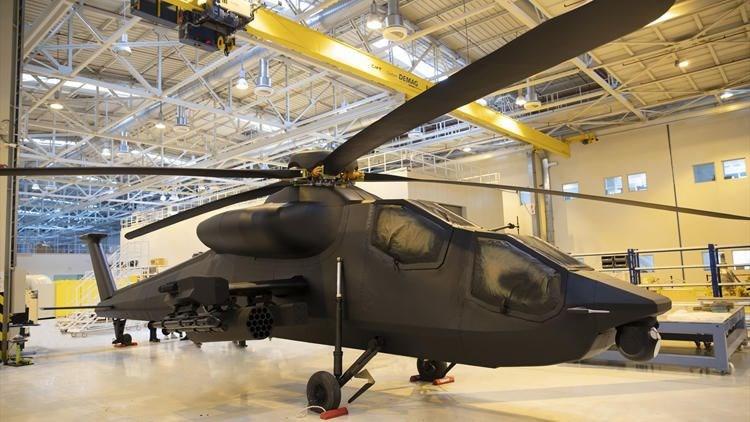 <p>Türk Havacılık ve Uzay Sanayii AŞ (TUSAŞ), Atak-2 adlı ağır sınıf taarruz helikopterinin tam boy bir modelini Uluslararası Savunma Sanayii Fuarı'nda (IDEF'19) ilk kez gün yüzüne çıkaracak.</p> <p>22 Şubat tarihinde TUSAŞ ile Savunma Sanayii Başkanlığı (SSB) arasında imzalanan anlaşma ile çalışmalarına başlanan helikopter böylece ilk kez tam olarak görülmüş olacak.<br /><br /></p>