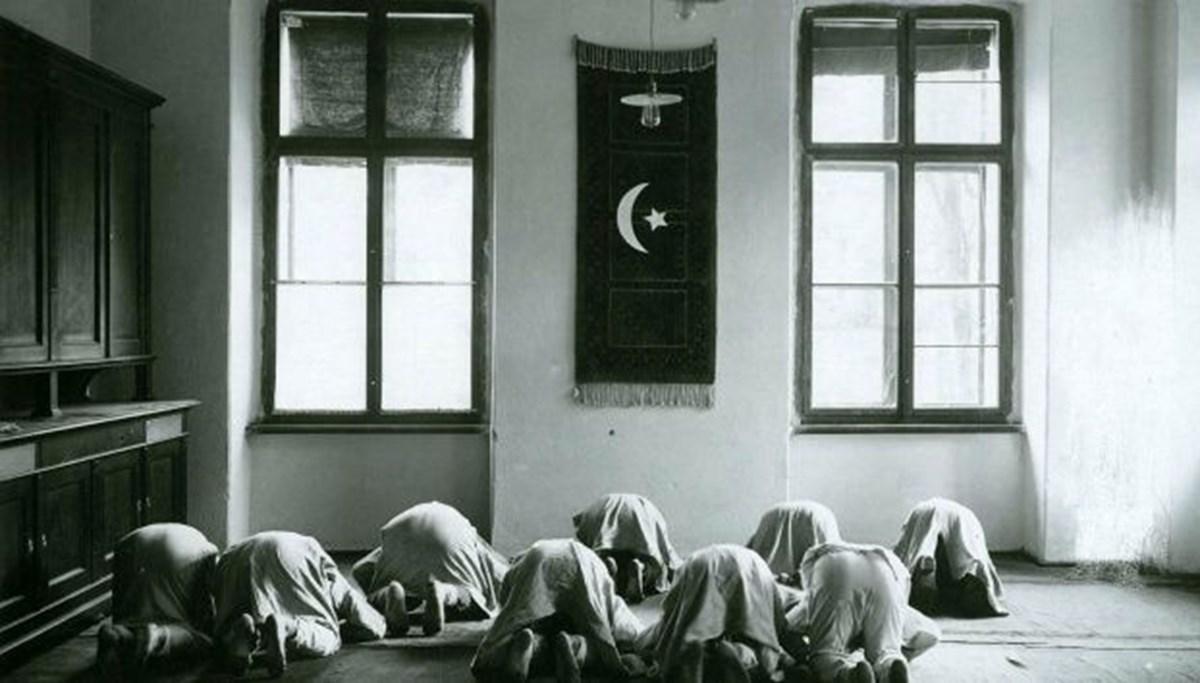 Galiçya'daki Türk askerlerinin namaz kılarken çekilen fotoğrafları 104 yıl sonra ortaya çıktı