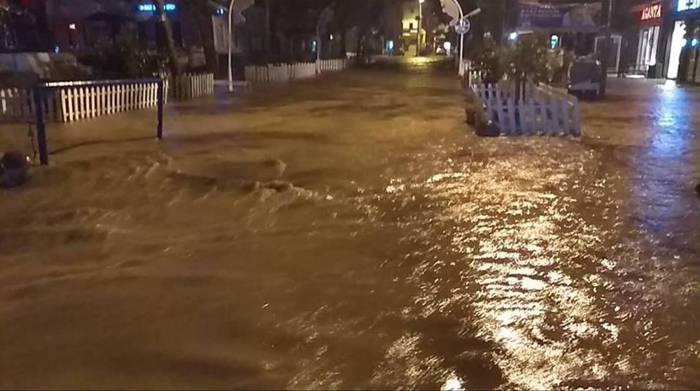 İzmir'i sel vurdu: 2 can kaybı - 19