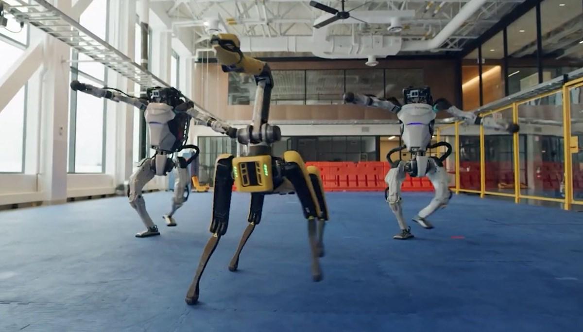 Boston Dynamics robotlarından yeni yıl kutlaması