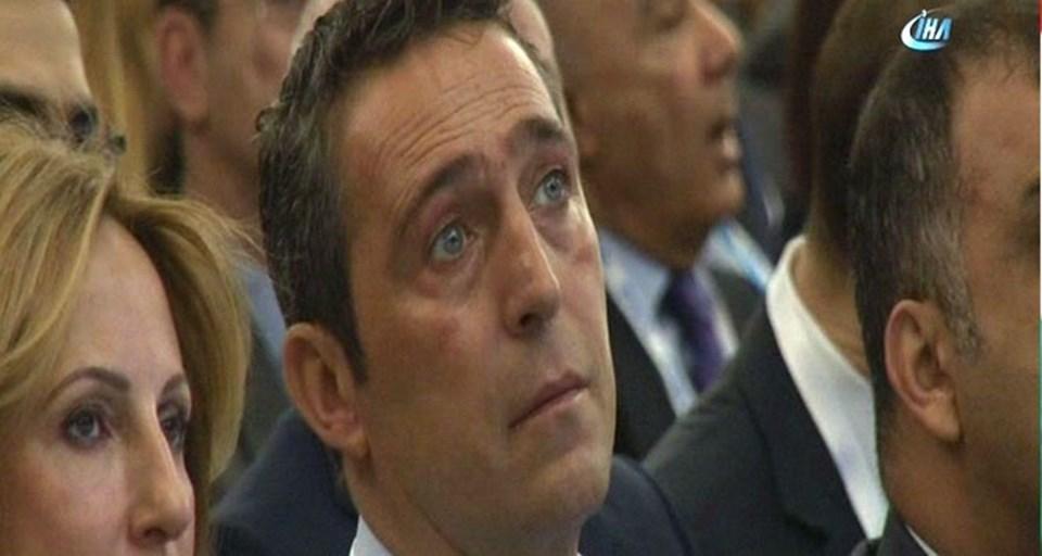 Ali Koç'un anma töreni sırasında gözleri doldu.