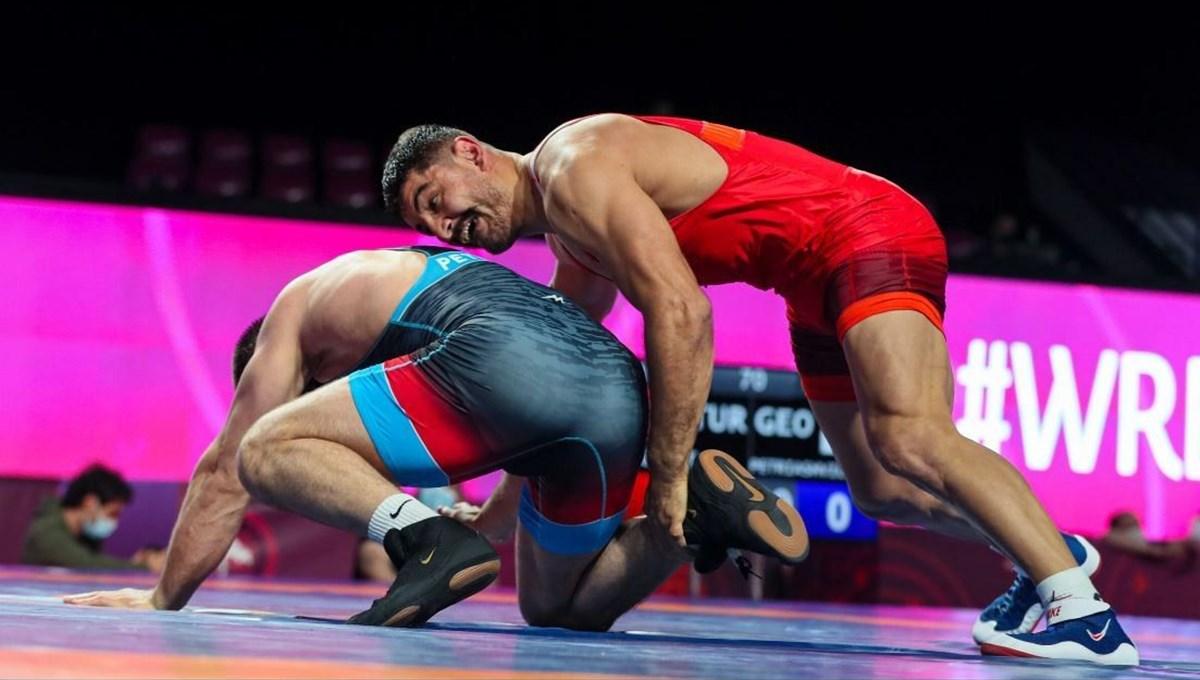 Dünya Güreş Şampiyonası'nda Taha Akgül yarı finalde