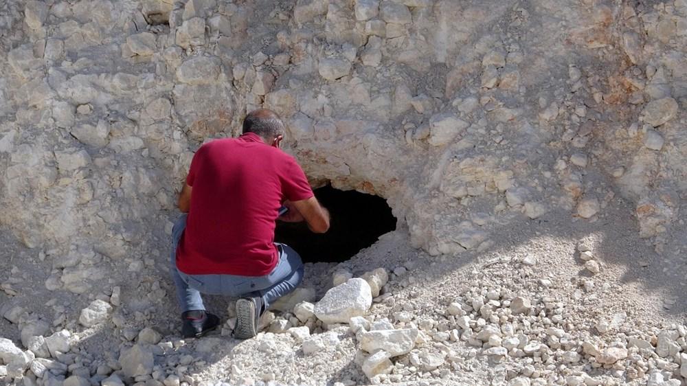 Van'da yol çalışmasında Urartular dönemine ait 2 kaya mezarı bulundu - 6