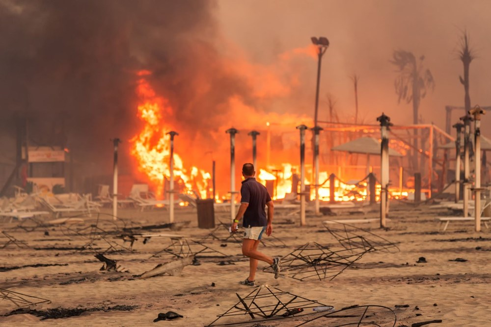 İtalya'da yangın: Sicilya Adası alevlere teslim oldu - 4
