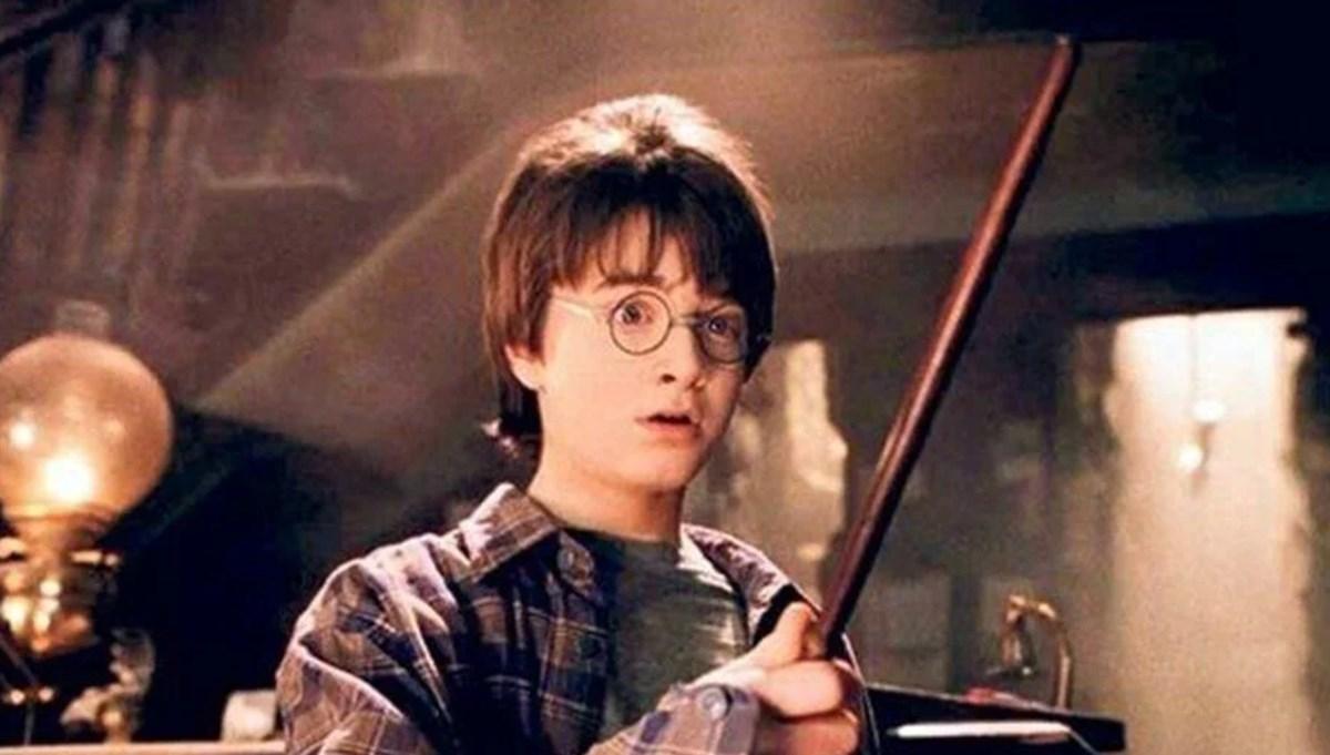 Harry Potter isimli kişi, ilk baskı Felsefe Taşı kitabını satışa çıkardı: 355 bin TL