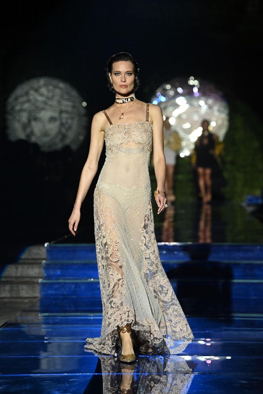 Gigi Hadid, Kate Moss ve Naomi Campbell Milano Moda Haftası'nda - 10