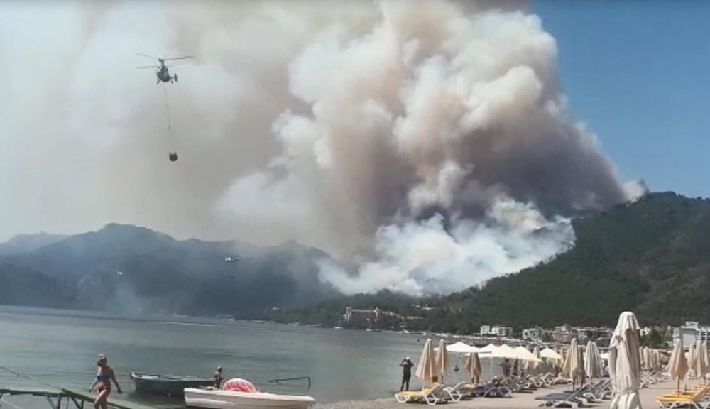 Forest fire in Marmaris: Those on the beach watched with fear - 3