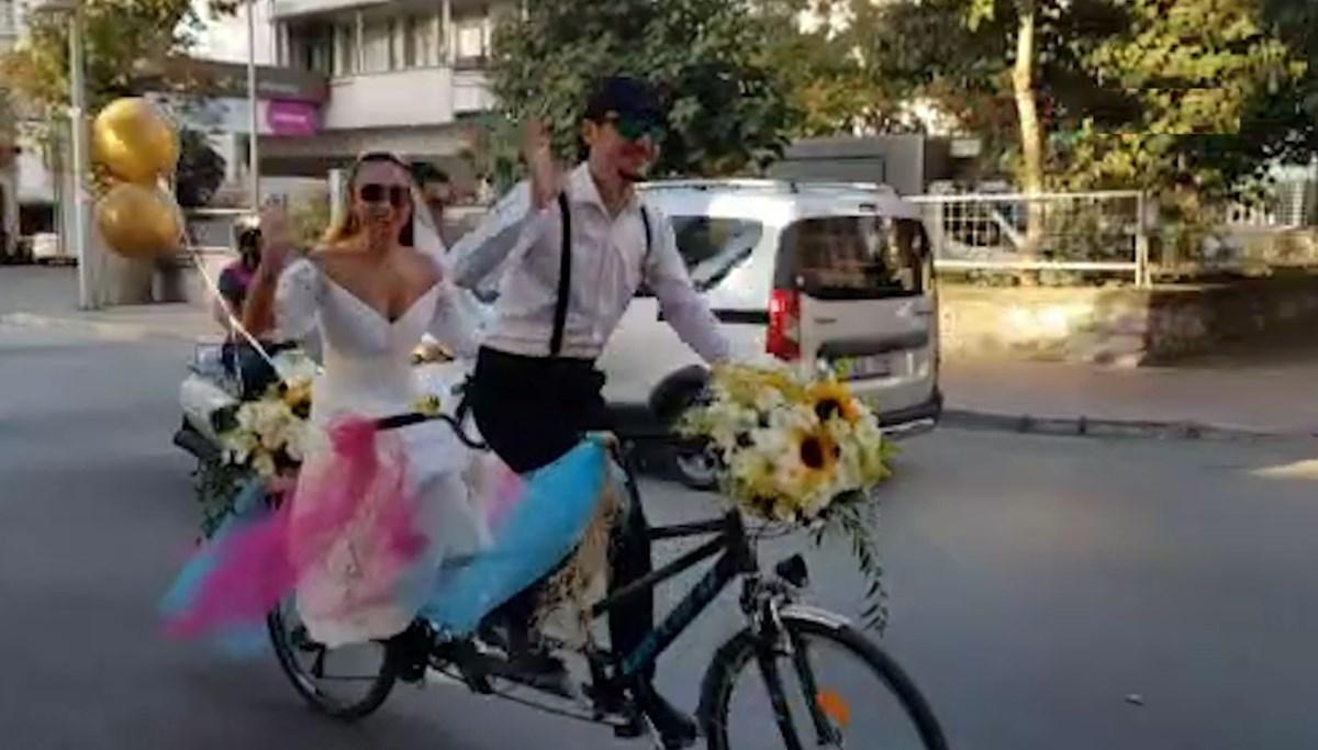 Bisiklet gelin arabası oldu: Konvoydakiler de bisikletlere bindi