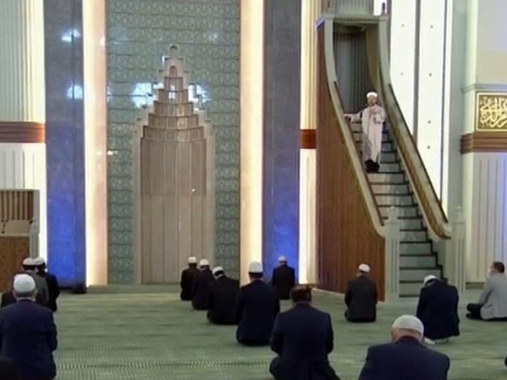 Türkiye'de sadece bir camide cuma namazıkılındı
