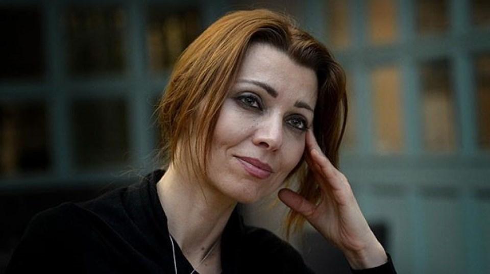 """44 yaşındaki Elif Şafak, 16. Romanı """"Havva'nın 3 Kızı""""nı 3 yıla yakın bir aradan sonra okuyucularla buluşturdu. Kitabın ilk baskısı 200 bin adet yapıldı."""