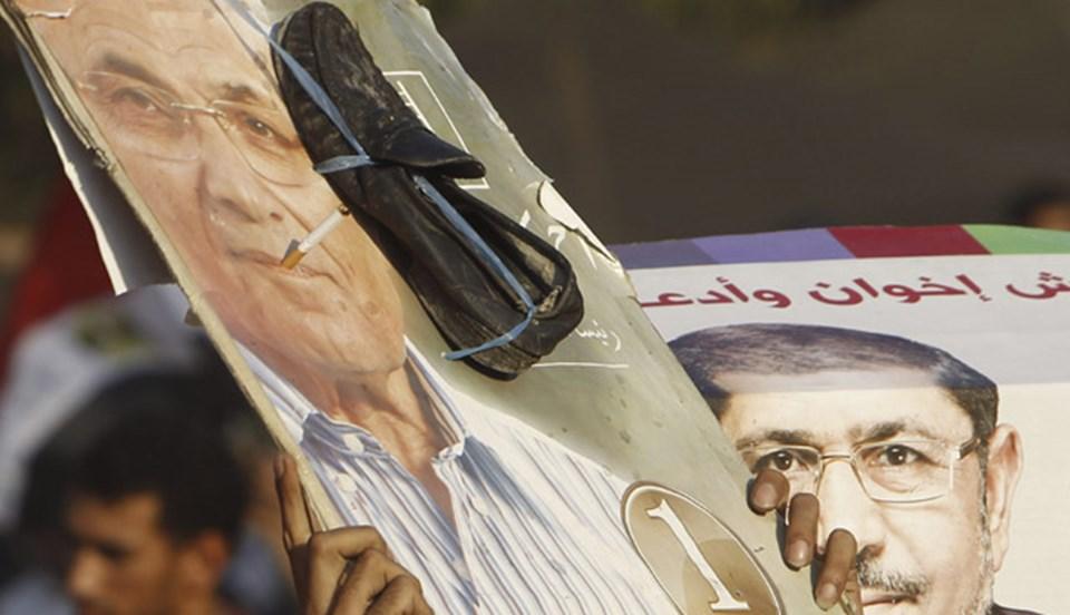 """Cumhurbaşkanlığı seçimlerinde Mursi'ye karşı kaybeden Mübarek döneminin eski başbakanı Ahmed Şefik, """"Geçmişi unutalım"""" çağrısında bulundu."""