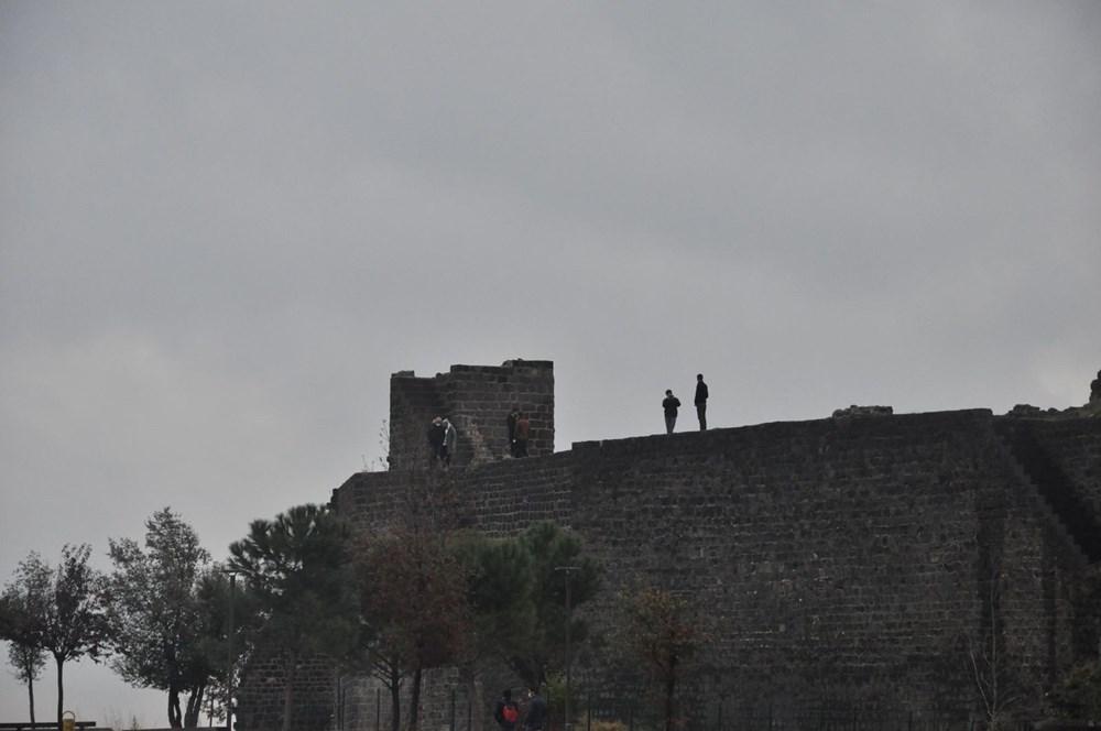 Diyarbakır'da corona virüs ve düşme riskine rağmen surlarda fotoğraf çekiyorlar - 7